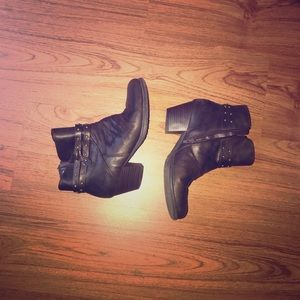 Yuu Brand Brow Faux Leather Booties